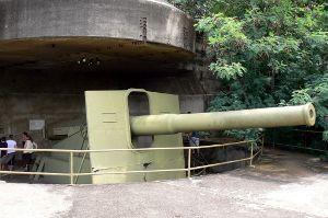 一際大きな9.2インチ大砲