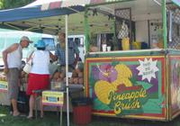 クイーンズランドマーケットのパイナップルクラッシュ屋台
