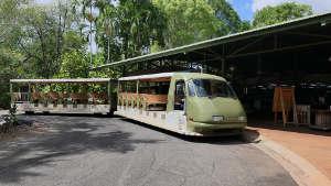 園内シャトルバス